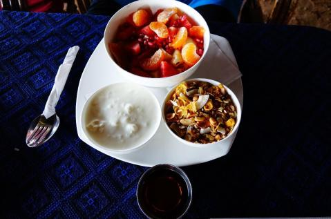 5.1452673167.fruit-yoghurt-muesli-and-honey-salida-breakfas