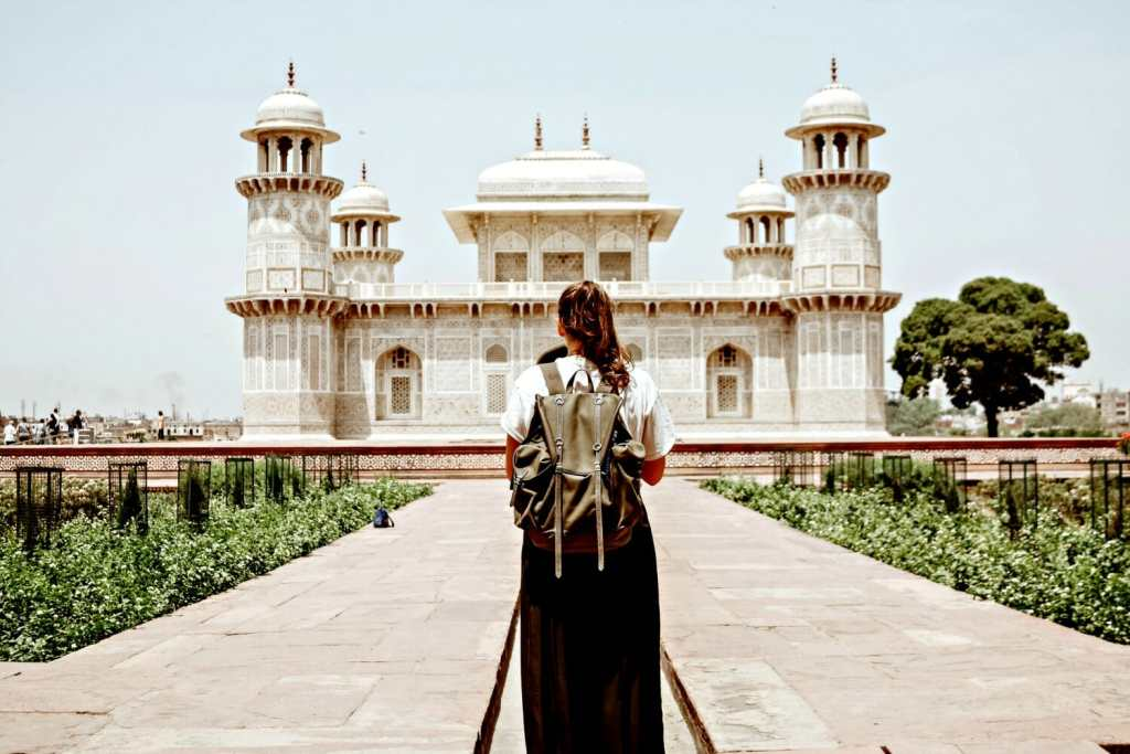 6 Tips to Stay Safe as a Solo Female Traveler