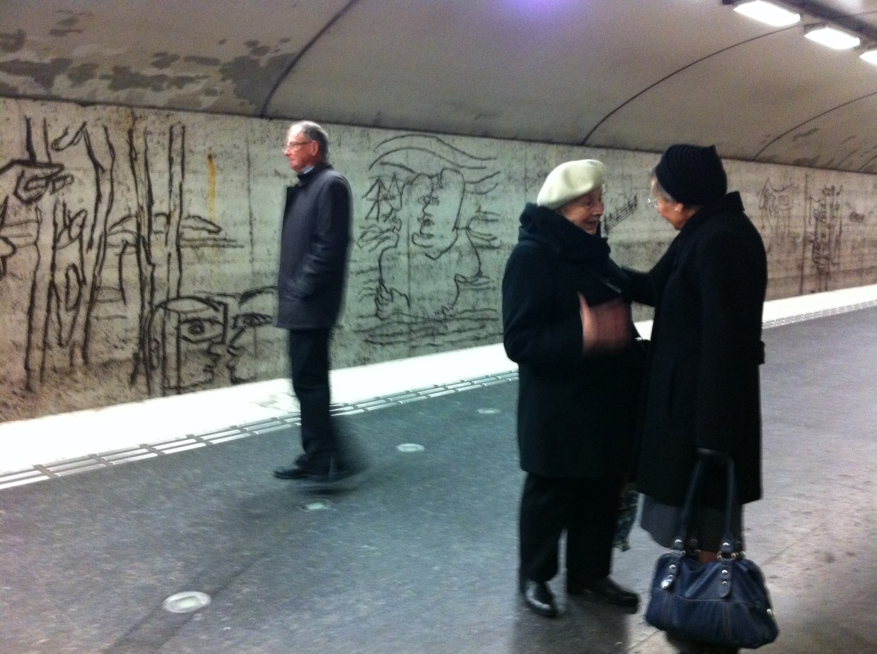 People on the platform at Östermalmstorg tunnelbana in Stockholm