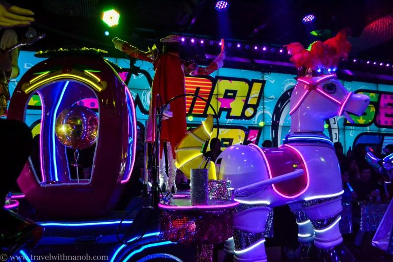 robot-restaurant-tokyo-33