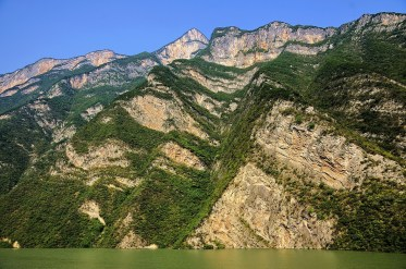 Soaring mountains on the three day Yangtze River cruise