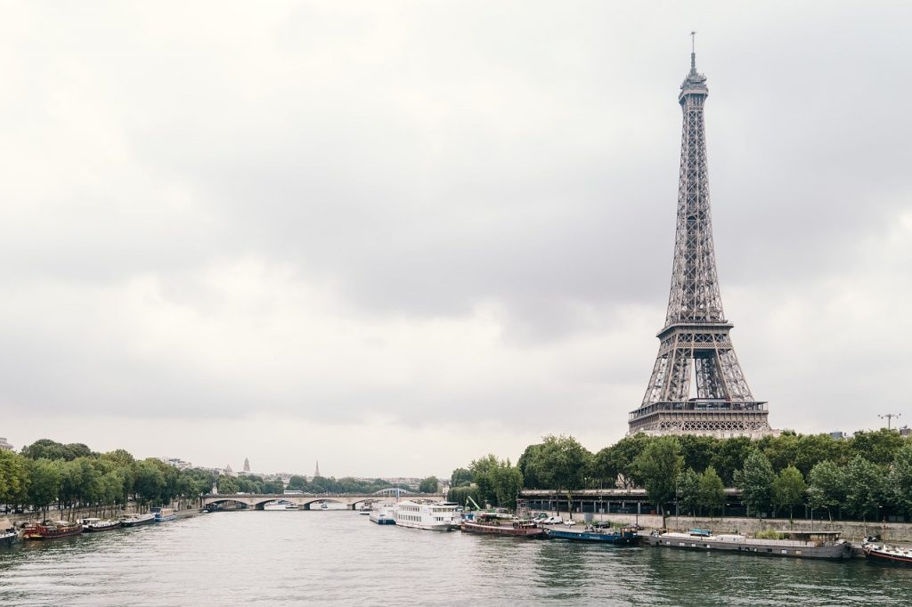 Travel scams in Europe: Paris