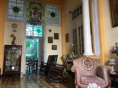 Living room in a Santiago casa particular