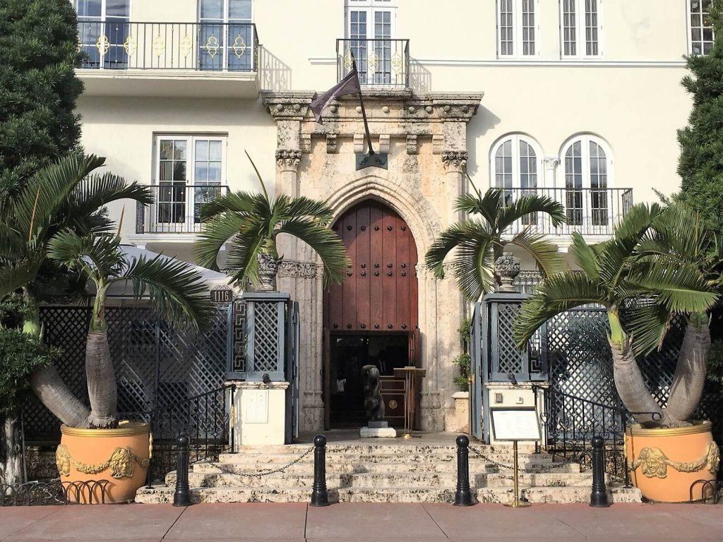 Gianni Versace villa on South Beach self guided walk