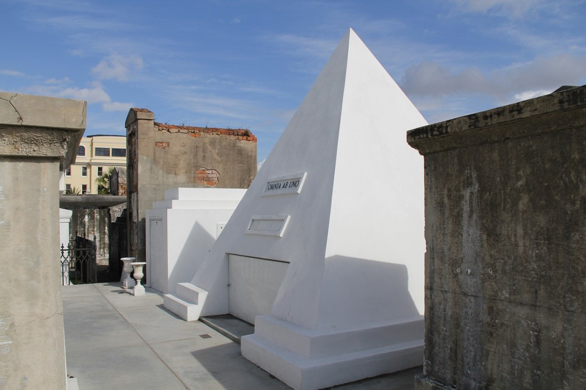 Nick Cage's cryptin famous cemetery of New Orleans