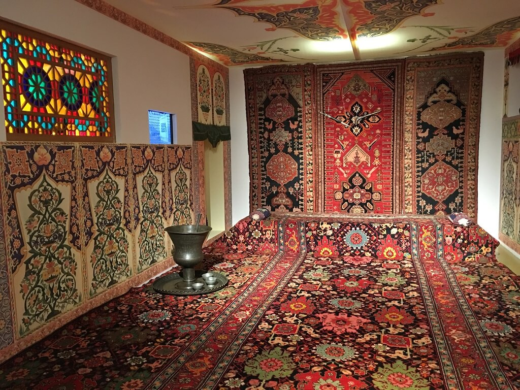 Totally carpeted room, Carpet Museum