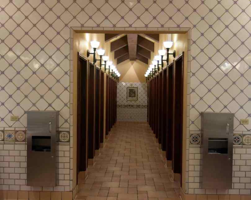 Nice restroom, yes?