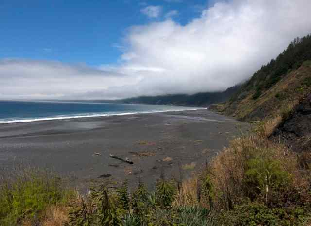 Black Sand beach in Shelter Cove