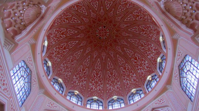 The dome roof. View from the inside.