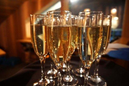 image champagne mt Norquay moonlight dinner