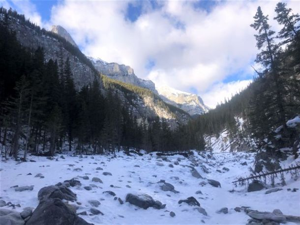 Grotto canyon ice hiking trail