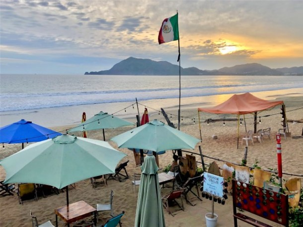 Hoa bar manzanillo Mexico restaurant