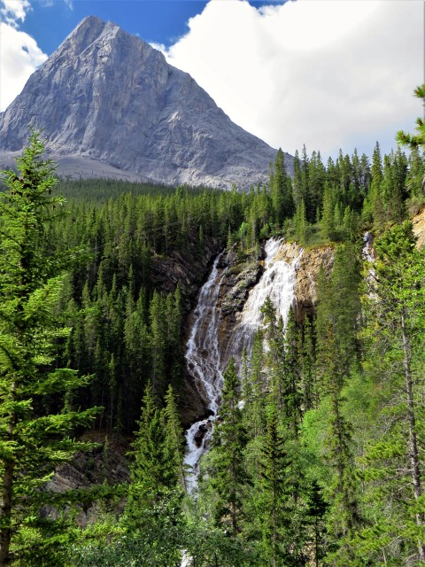 Waterfall Grassi Lakes hike