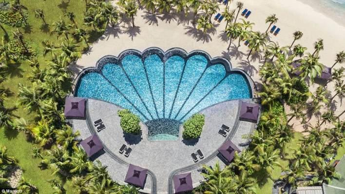 بالصور : حمامات السباحة الأكثر غرابة على مستوى العالم 3