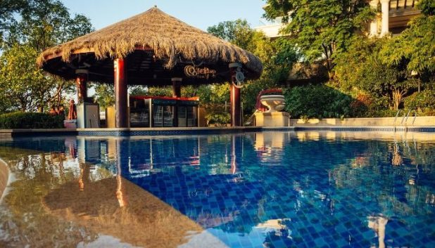 luxury hotel swimming pool where you can earn BA miles