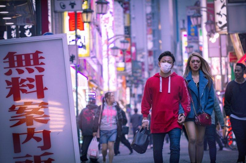 Sesso in Giappone harajuku coppia mano nella mano