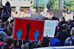 Le nuove proteste contro il razzismo fanno il giro del mondo