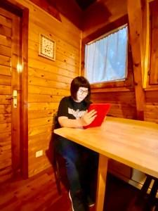 Marzia al lavoro al Matilde's Chalet Nature House - ph M. Parmigiani