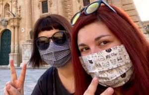 traveltherapists con mascherine in tessuto