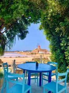 Mamma Caura saline di Marsala tavoli azzurri