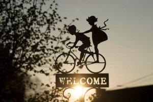 segnale bambini welcome bicicletta