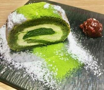 matcha roll cake kyoto traveltherapists Dolci al Matcha di Kyoto