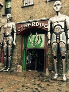 camden town traveltherapists camden market cyber dog entrata ph Marzia Parmigiani