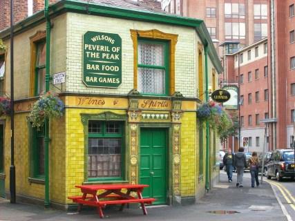 manchester pub giallo traveltherapists