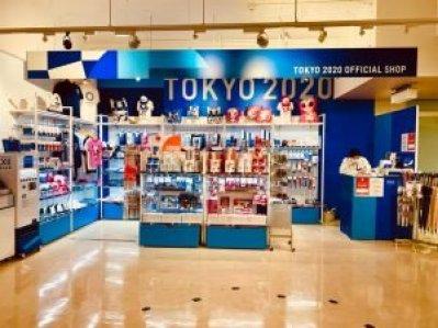 in Giappone negozio allestito per Tokyo 2020 gadget Giappone Il Mio Viaggio In Giappone traveltherapists olimpiadi marzia parmigiani
