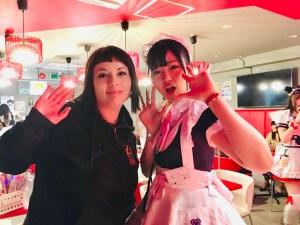 marzia con cameriera kawaii al maidreamin cafè Top Maid Café a Tokyo