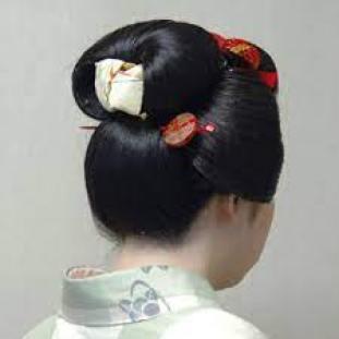 pettinatura delle maiko momoware