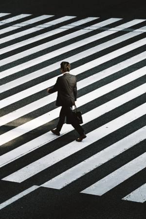 strisce pedonali salarymen Lavorare in Giappone il mio viaggio in giappone traveltherapists miglior blog di viaggio blog giappone