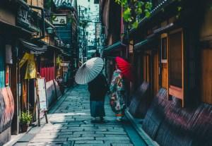 giappone ombrelli fushimi inari taisha il mio viaggio in giappone traveltherapists blog giappone miglior blog di viaggio