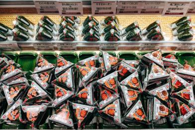 onigiri in vendita al supermercato Il mio viaggio in Giappone Cosa si mangia in Giappone a colazione? traveltherapists blog giappone elina e marzia blogger miglior blog di viaggio