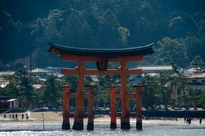 vista isola torii itsukushima shrine miyajima il mio viaggio in giappone Uno dei santuari più antichi del Giappone traveltherapists blog giappone miglior blog di viaggio