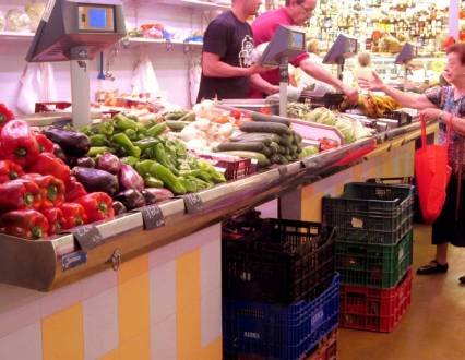 Every neighbourhood has its own market - SANTS MARKET