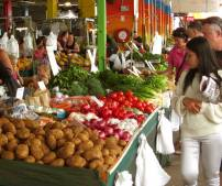 RUSTY'S MARKET - There's over 100 stalls which sell tropical fruits, local vegetables, exotic flowers, locally made produce, dips and deli foods.