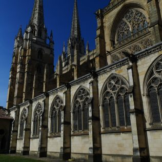 Cathédrale Sainte-Marie Pays basque bayonne france voyage express weekend traveltothemoonandback travel to the moon and back blog