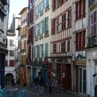 Pays basque bayonne france voyage express weekend traveltothemoonandback travel to the moon and back blog