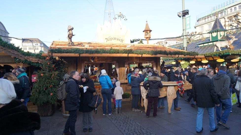Marktkraam op kerstmarkt in Hamburg