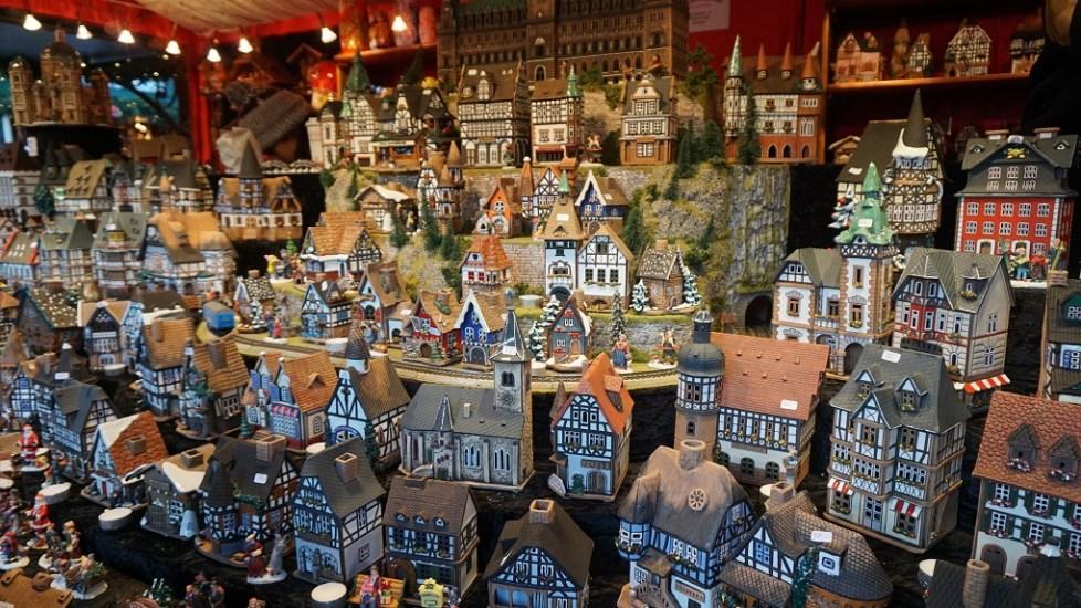 Theelicht huisjes op de kerstmarkt in Hamburg