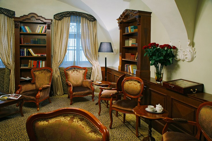 The hotels library is located in the lobby area (Image Source: The Leading Hotels of the World / lhw.com)