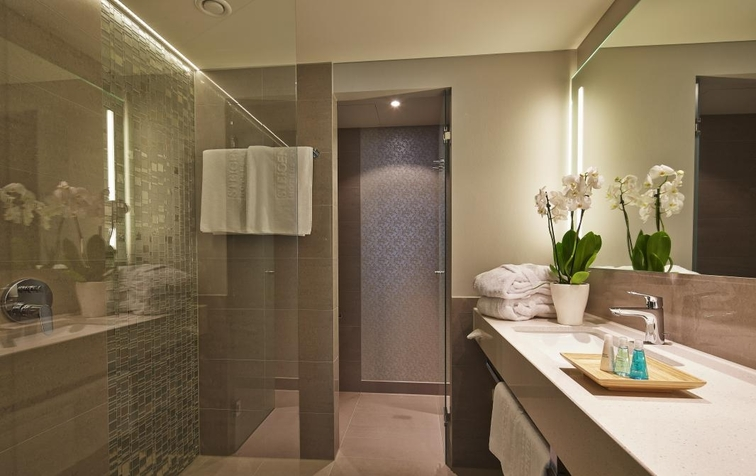 Bathroom in a Superior Room (Image Source: Steigenberger Hotel Am Kanzleramt / steigenberger.com)