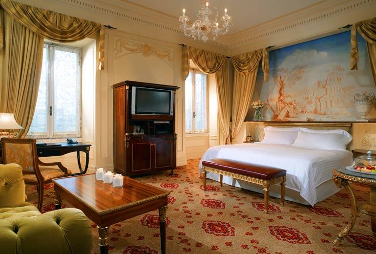 "A more classic ""Imperial Room"" (Image Source: St. Regis Rome / stregisrome.com)"