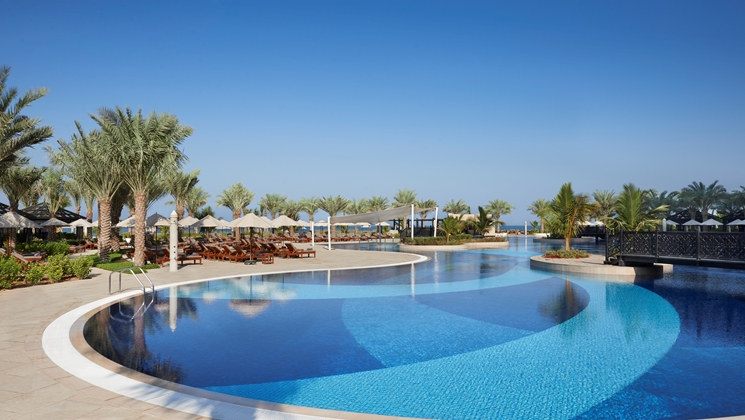 One of the huge pools (Image Source: Waldorf Astoria Ras Al Khaimah / hilton.com)