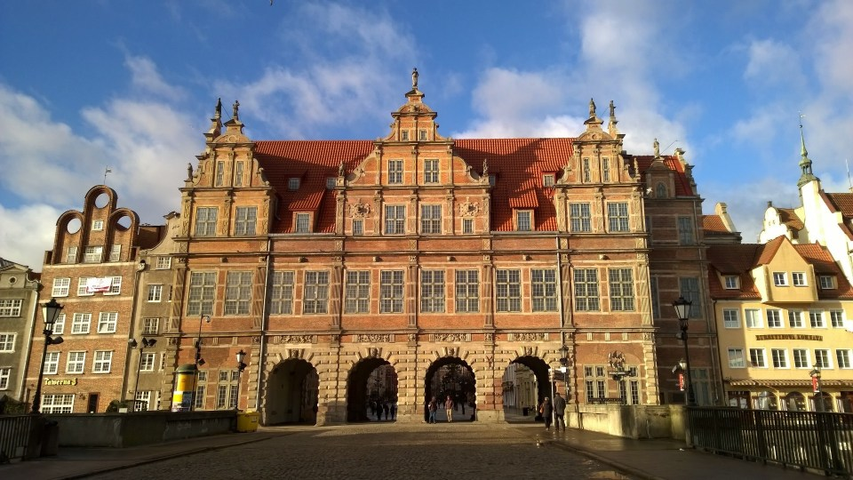 After passing the Brama Zielona, I immediately entered the old town of Gdansk