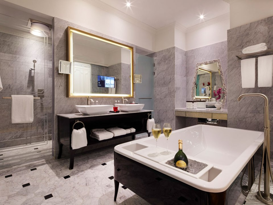 Bathroom of a suite (Image Source: Sofitel So Singapore / sofitel.com)