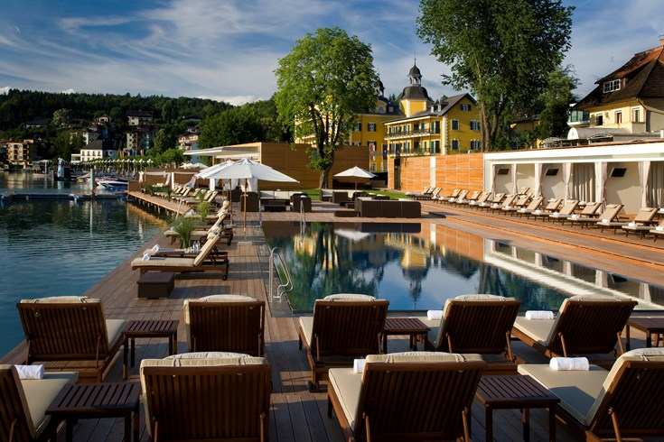 The new beach club in Velden (Image Source: The Leading Hotels of the World / lhw.com)