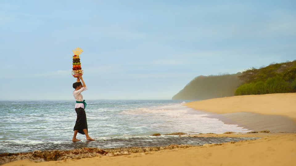 Recreation at a private beach (Image Source: The Ritz-Carlton Bali / ritzcarlton.com)
