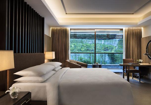 Deluxe Room (Image Source: JW Marriott Mussooire Walnut Grove Resort / marriott.com)